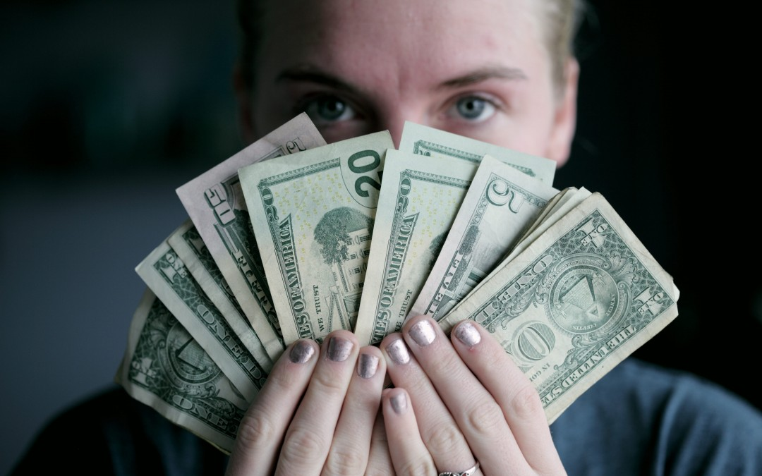 How to Make an Extra $1000 (Or More) Each Month as a Freelance Writer